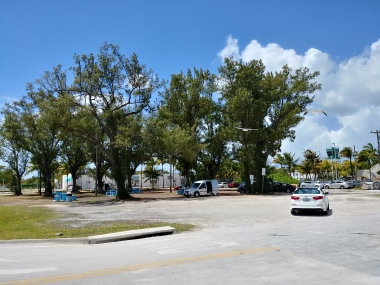 Parking suitable for an RV when picking up people at the nearby Key West airport